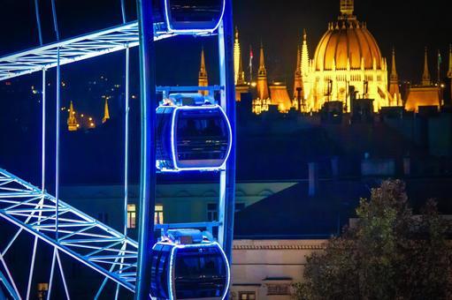 Ferris wheel gondola