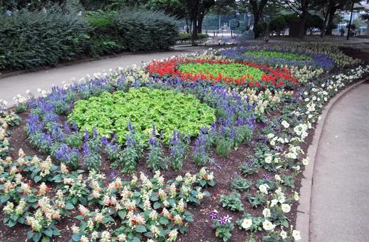 Flower circle flower bed