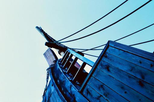 Pirate ship to the summer sky