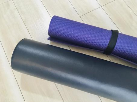 Stretch pole and yoga mat