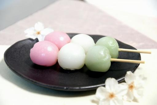 Cherry blossoms and skewer dumplings