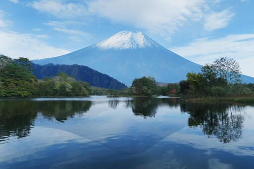 Mt. Fuji and the upside-down Fuji reflected on the surface of the lake