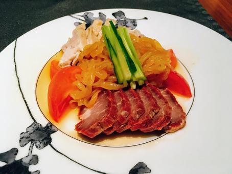 세 拼美 맛 (냉채 모듬 - 찐 닭, 구운 돼지 고기, 해파리)