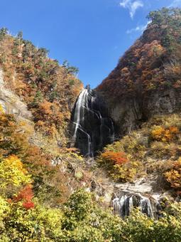 Yasu no Taki far away (vertical)