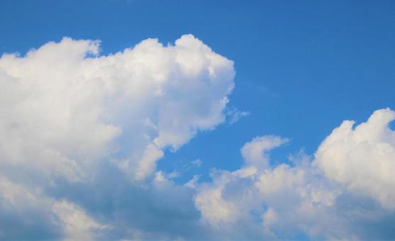 여름의 푸른 하늘