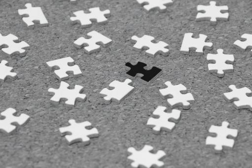 Puzzle monochrome