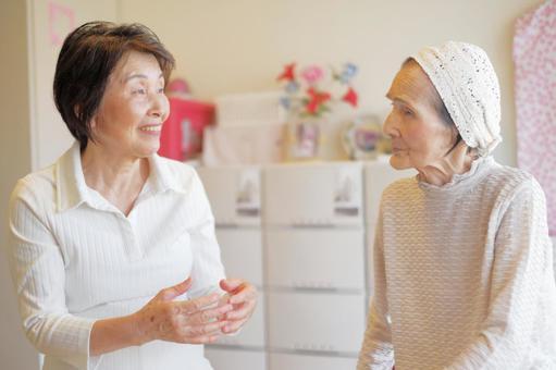 Elderly Care Talking Elderly Mother Daughter 4