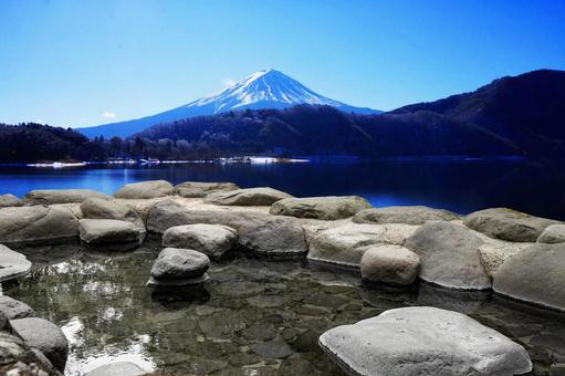 Open-air bath with a view of Mt. Fuji