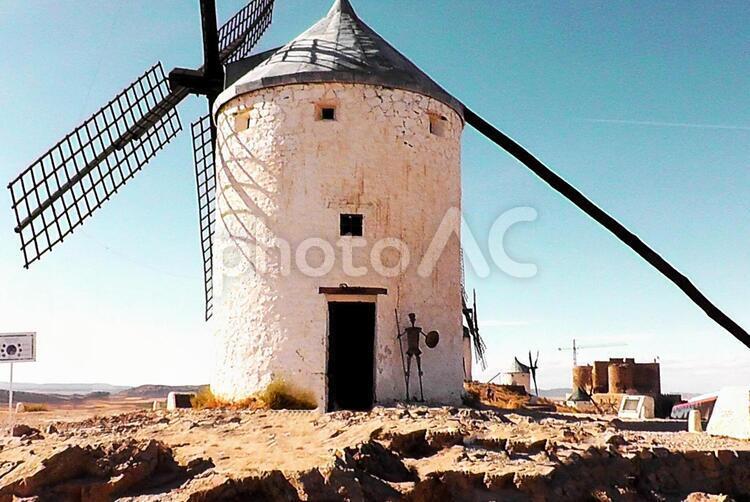 ラ・マンチャの白い風車の写真