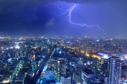 삿포로의 게릴라 호우 (낙뢰 이미지)