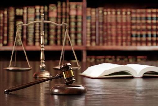 재판의 망치, 저울, 육법 전서 이미지