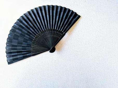 Image of folding fan that fits the background
