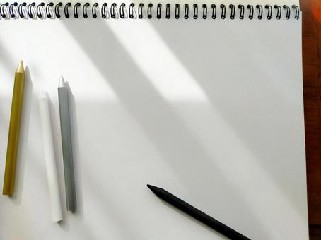 White drawing paper and gold and silver black pencils