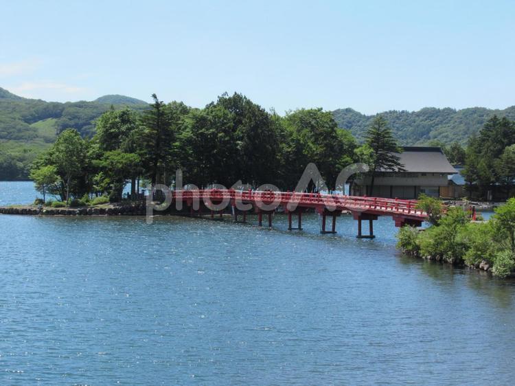 群馬県、赤城山の大沼の風景の写真