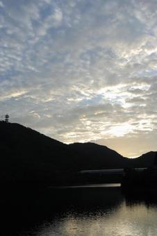 댐 호수의 아침