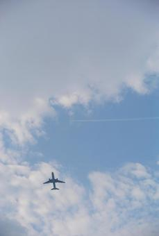 飞机和飞机云