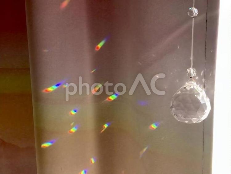 太陽の光を集める手作りサンキャッチャーの写真