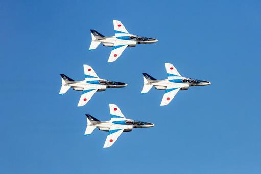 Air Self-Defense Force Blue Impulse aerobatic flight, fan break (Iruma base, Tokyo)