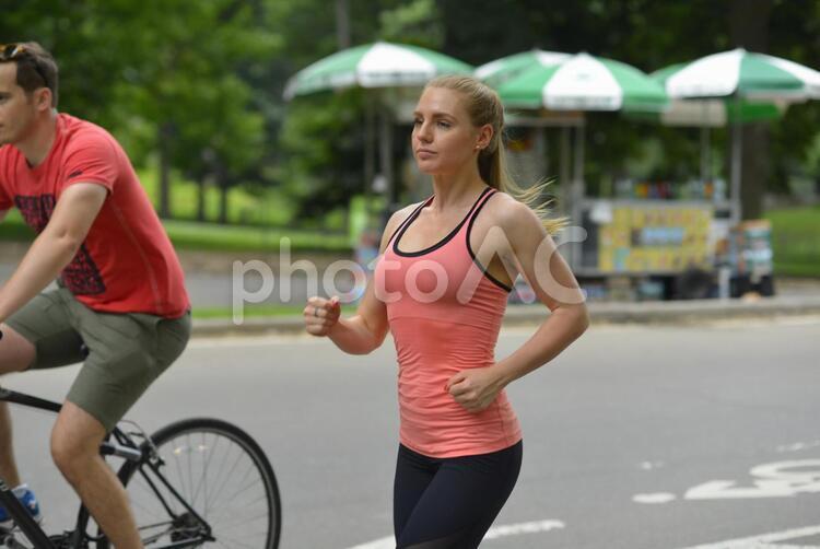 運動する女性1の写真