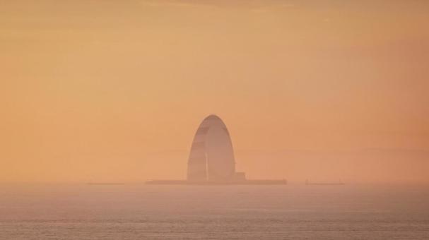 암적색으로 물드는 도쿄만 바람의 탑 (가와사키 인공 섬)