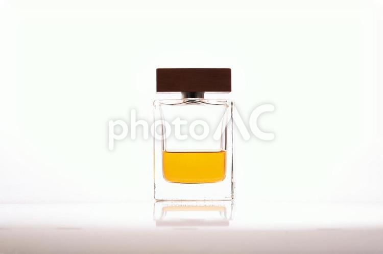 瓶に入った香水の写真