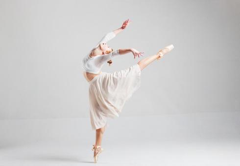 Dancing lady ballerina 4