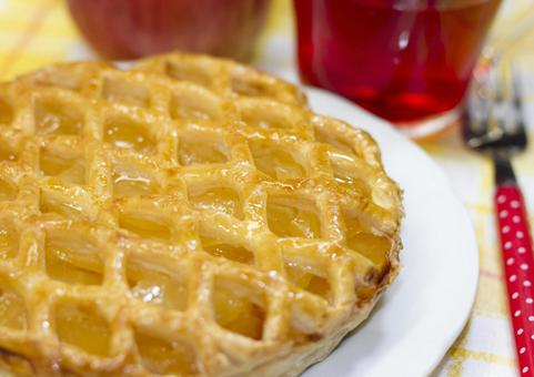 Apple pie and apple tea