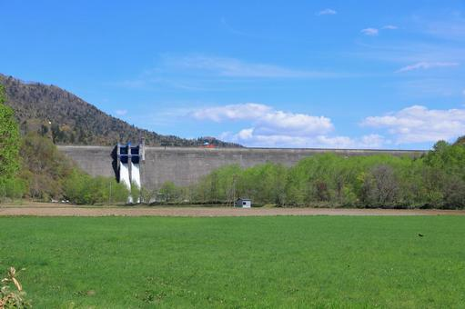 Iwaonai Dam to be released Partially processed as seen from a distance