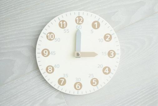 Toy analog clock 3 o'clock
