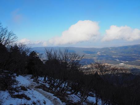 Scenery from the mountain path of Mt. Fujiwara in winter