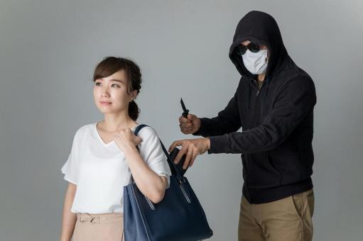 지갑을 훔친 여성