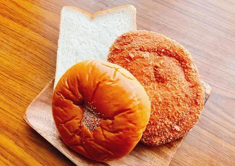 팥빵, 식빵, 카레 빵 4