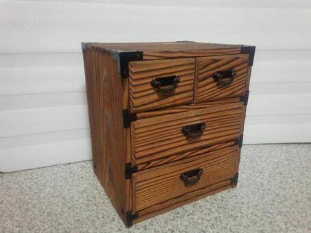 Old-style chest of drawers 3