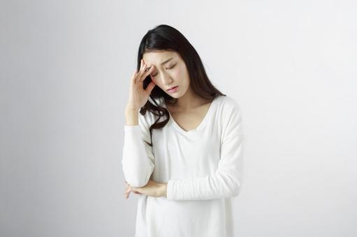 Japanese women suffering from headaches 5