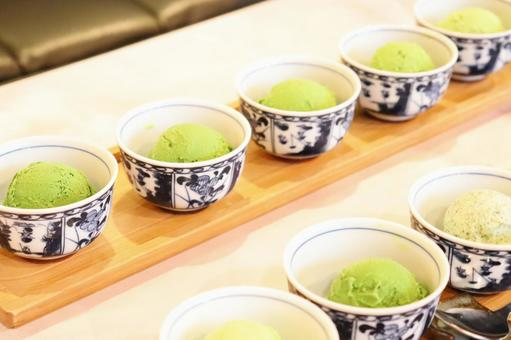 Five-tiered green tea ice cream ②
