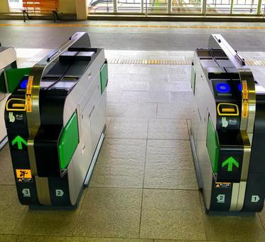 Station ticket gate