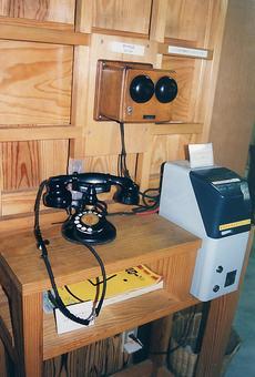 Telephone [telephone] -001