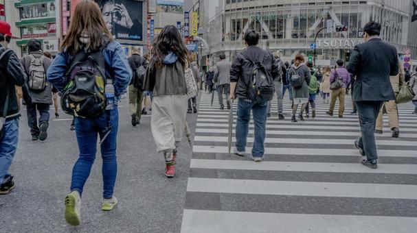 거리를 오가는 사람들