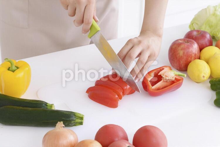 野菜を切る手元9の写真
