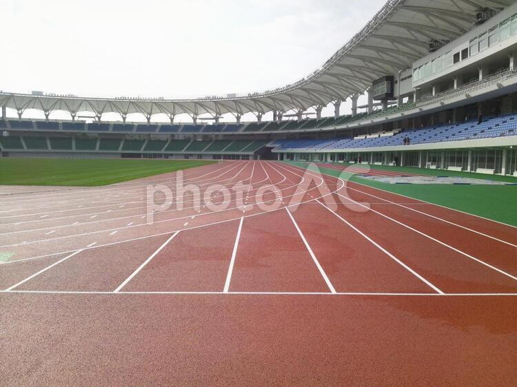 新設の陸上競技場の写真