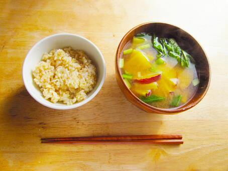 Brown rice, sweet potato and Japanese mustard spinach miso soup 0318
