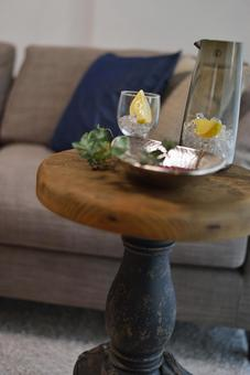 Modern and chic fashionable side table