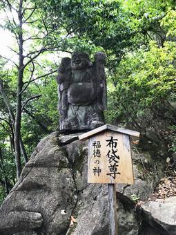 Taro Boo Palace Hotei Tadashi Hotei