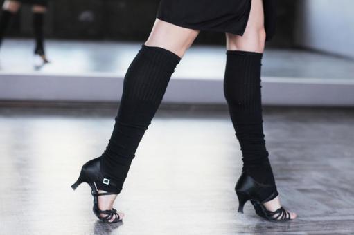 Female dancer's leg 2