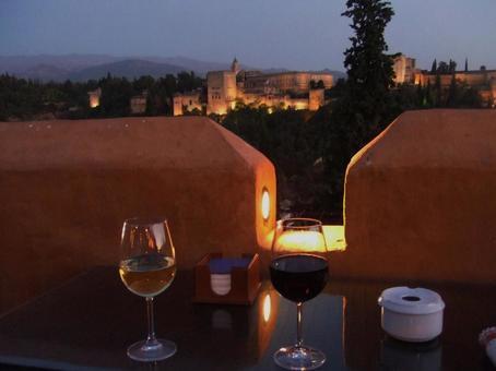葡萄酒在看阿罕布拉