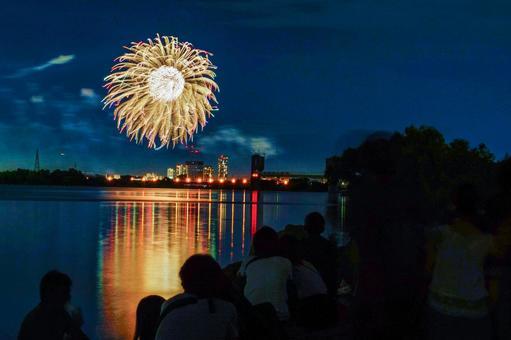Setagaya-ku Tamagawa Fireworks Festival and Tama River
