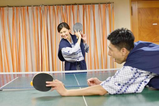 她的原乒乓球的4打急剧服务