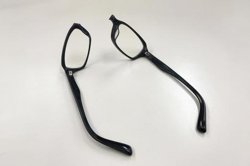 Black edge glasses will break 01