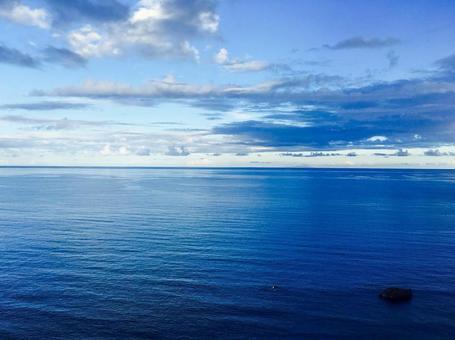 天空和海洋(藍色風景)