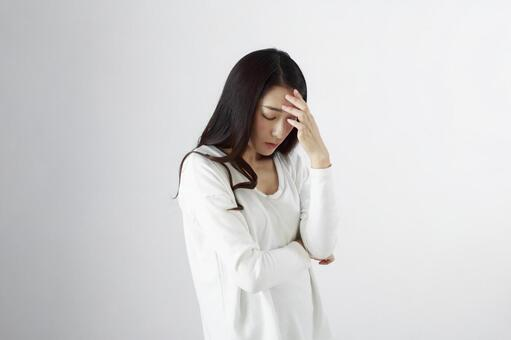 Japanese women suffering from headaches 3